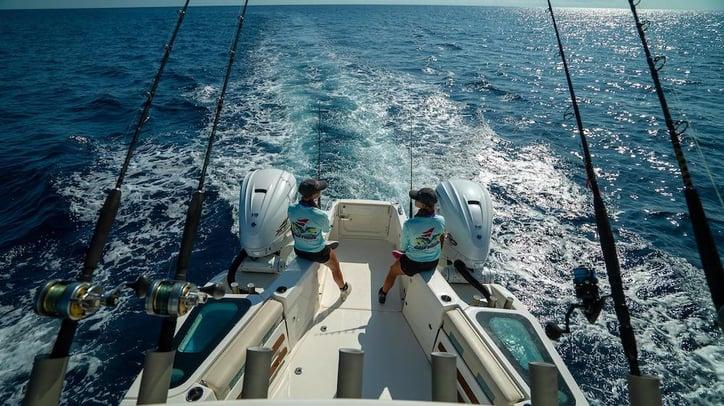 SOLACE 345 FishThru Transom