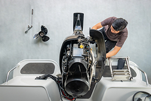 Using-a-Boat-Mechanic-to-Commission-Your-Boat